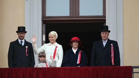 Royal family waving from balcony
